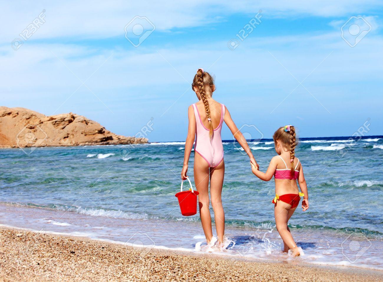 Молодежь на нудистском пляже дословно передала