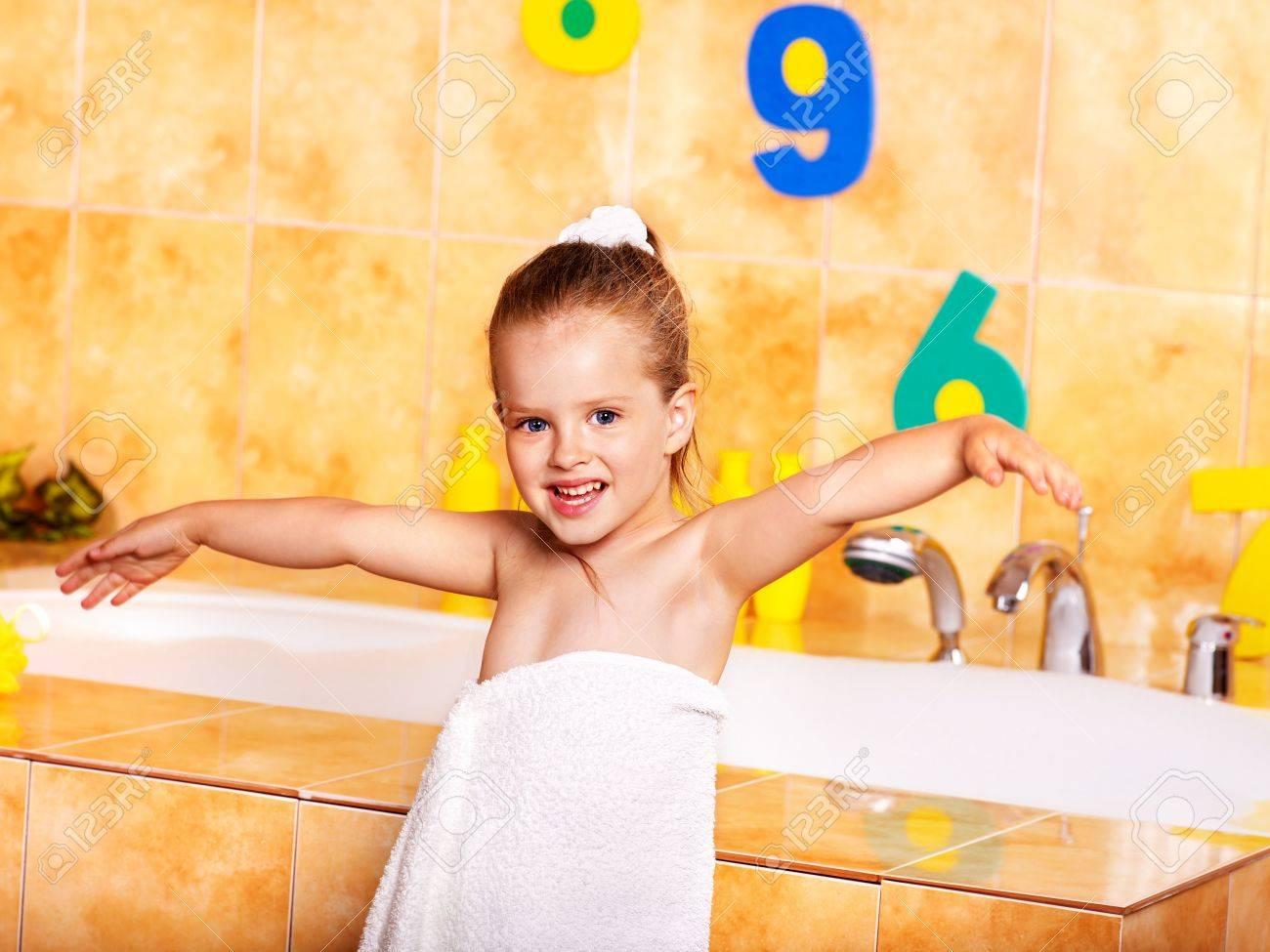 Child washing in bubble bath . Stock Photo - 9898544