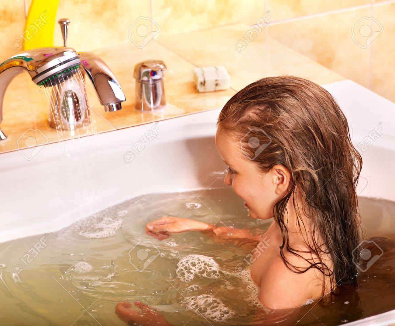 Смотреть бесплатно в онлайне как моются женщины, Эротика и порно, снятые в бане или в сауне смотреть 16 фотография