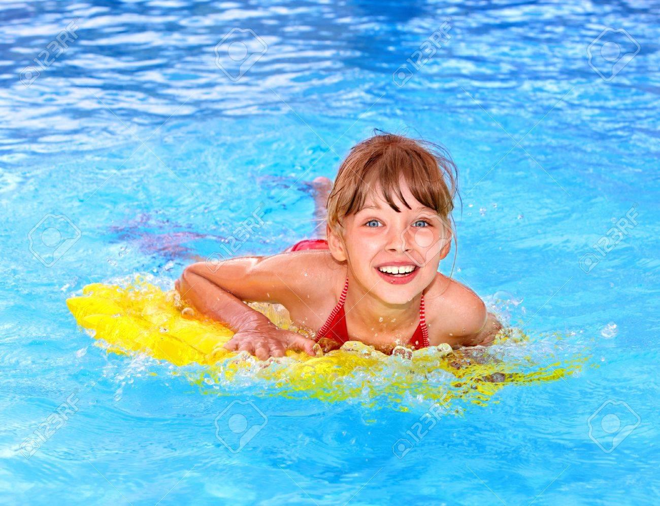 Ролики о курьезных случаях сдевушками в плавательном бассейне смотреть онлайн3333666555222 20 фотография