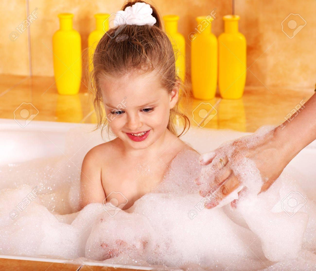 Смотреть девочки в ванной 22 фотография