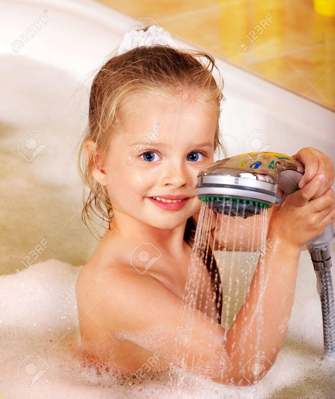 Смотреть девочки моются в бане 6 фотография