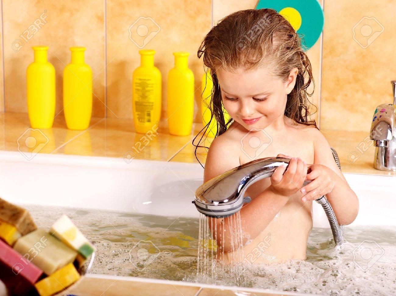 Фото купающихся девочек 1 фотография