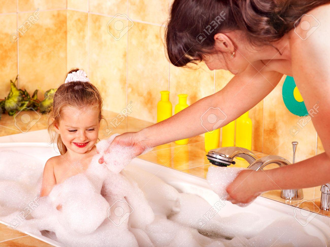 Фото мамы и дочки в ванной 7 фотография