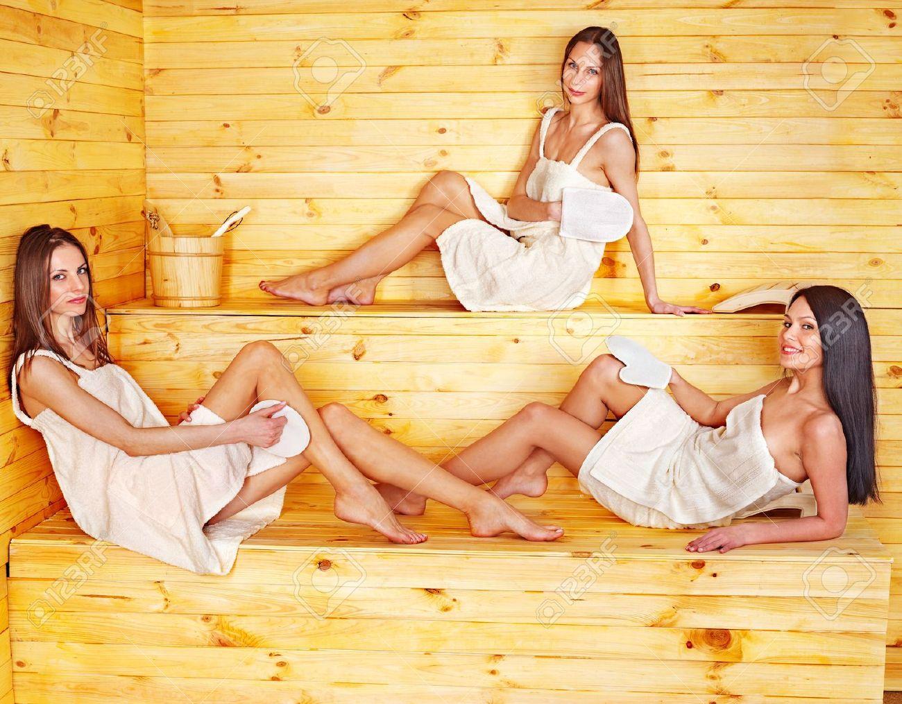 Финки и просто красавицы в бане 12 фотография