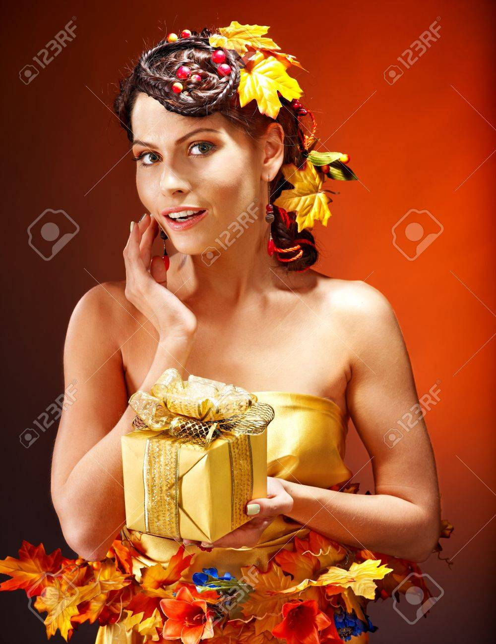 Woman with  autumn hairstyle  holding gift box. Stock Photo - 15464682