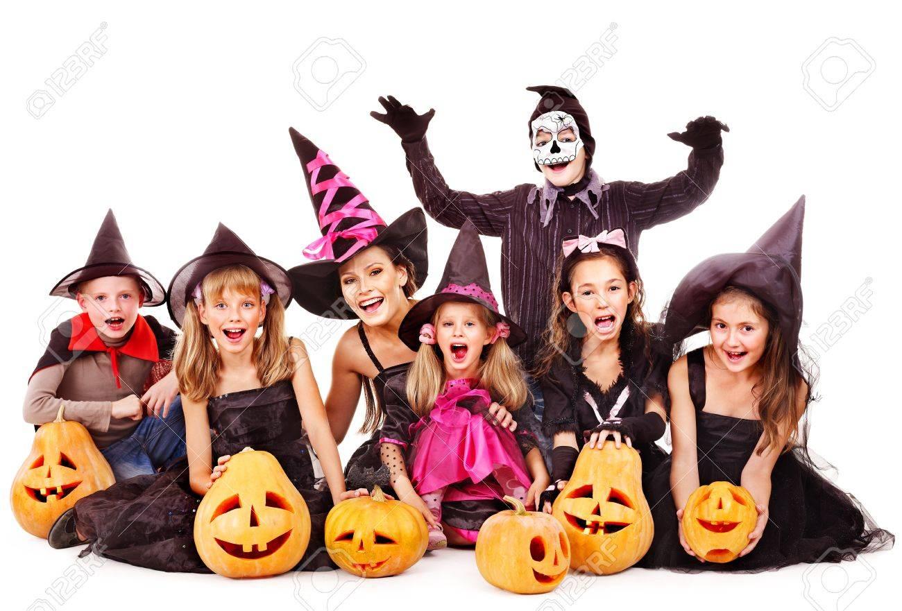 Kinderen Halloween.Halloween Party Met Groep Kinderen Houdt Carving Pompoen Geisoleerd