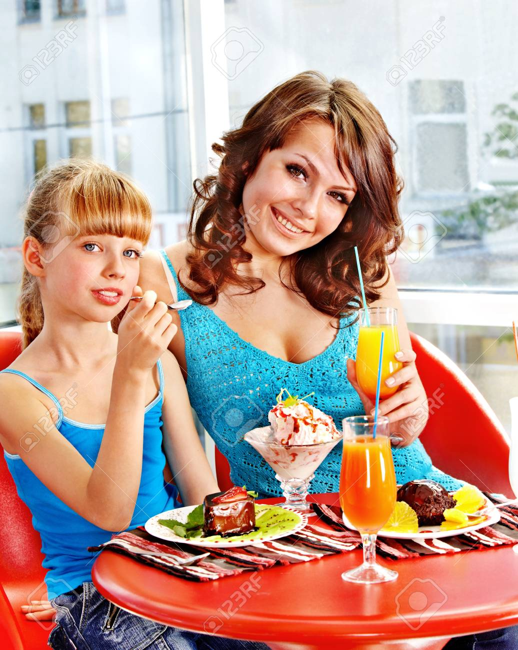Happy mother and daughter in restaurant. Stock Photo - 17753860