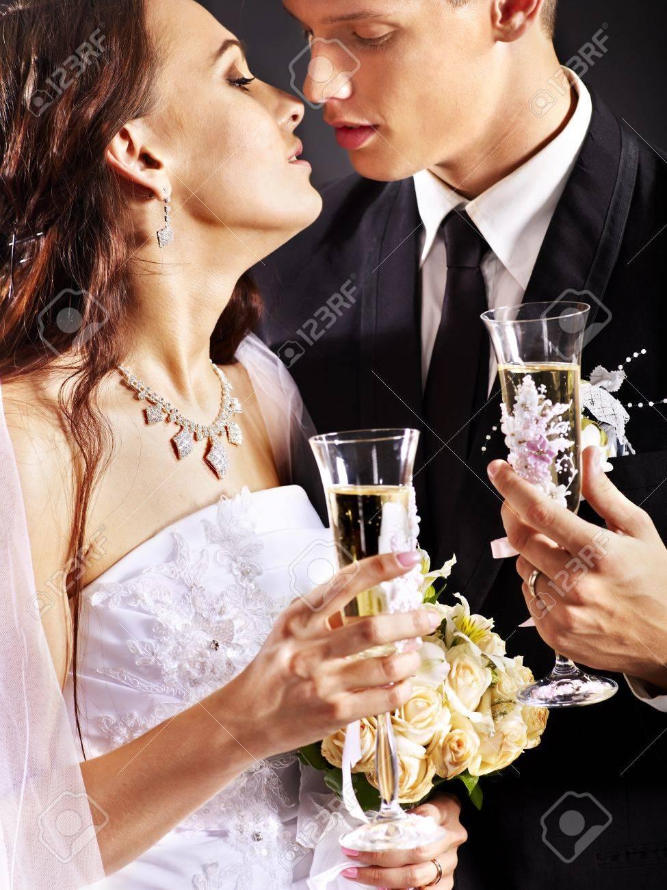 Когда выпивают шампанское со свадьбы
