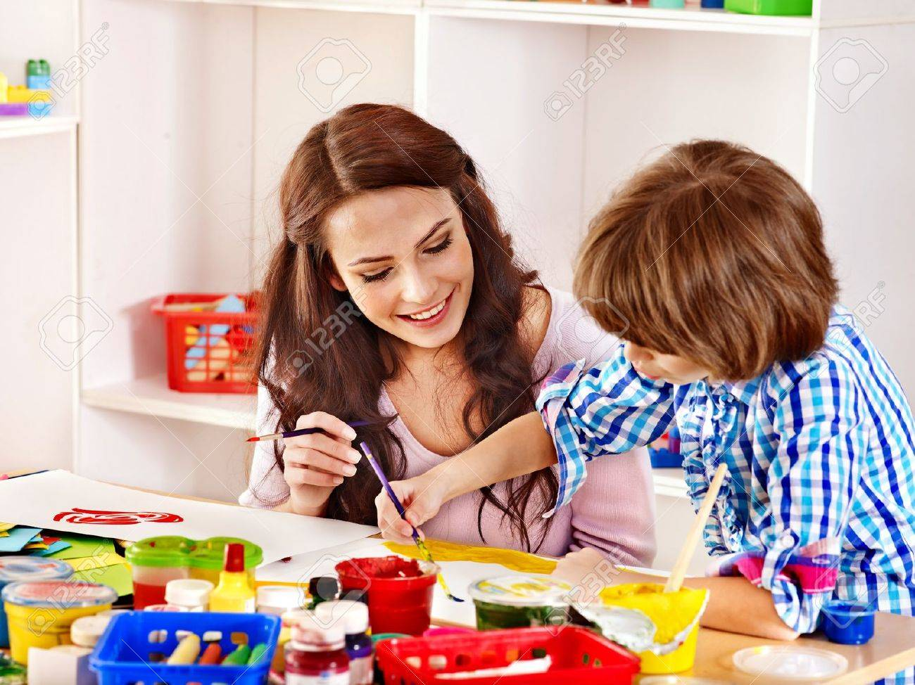 Family with children painting in school. Education. - 21733960