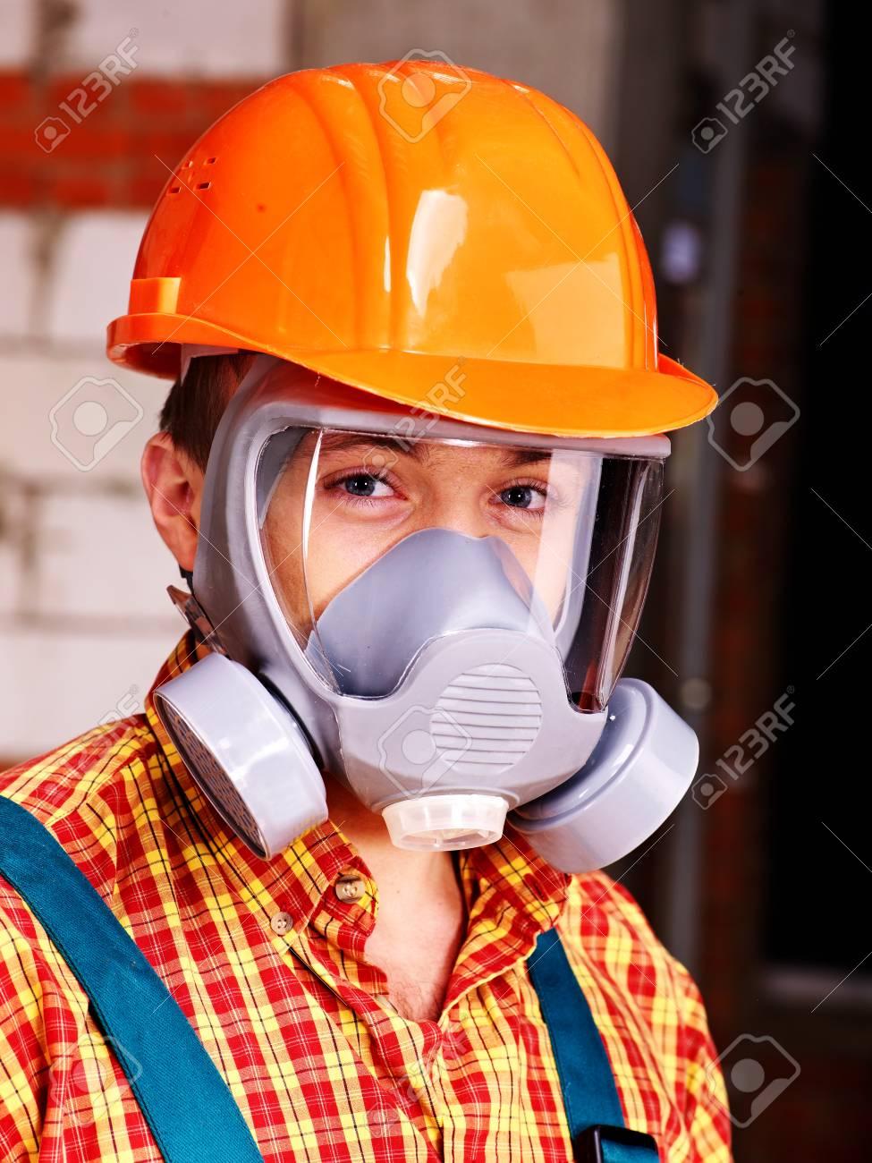 Man in builder respirator indoor. - 23856323