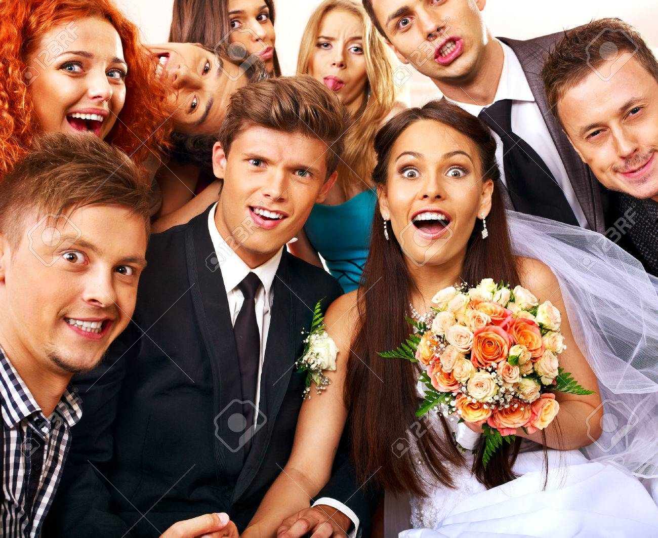 Bride and groom in photobooth. Wedding. - 26529637