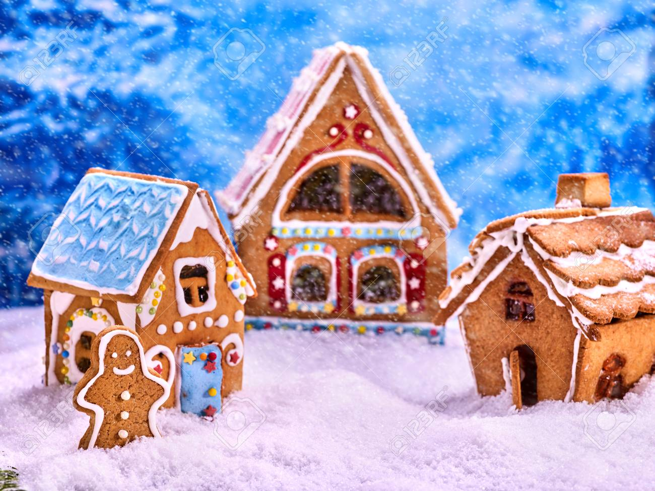 Christmas Gingerbread House Background.Three Fabulous Gingerbread House For Christmas Gingerbread Man