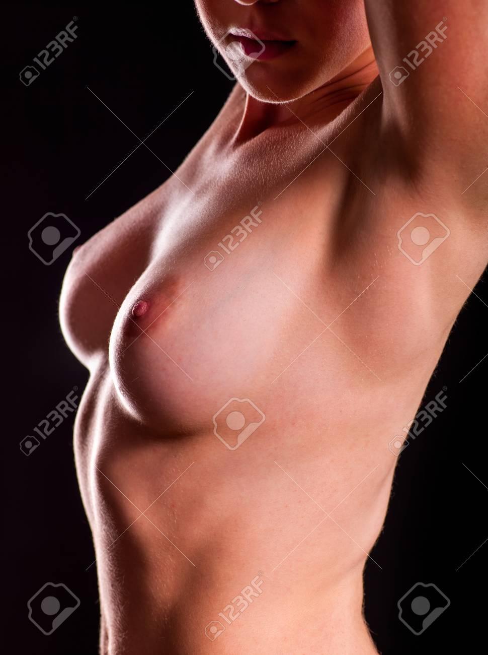 flache brüste nackt