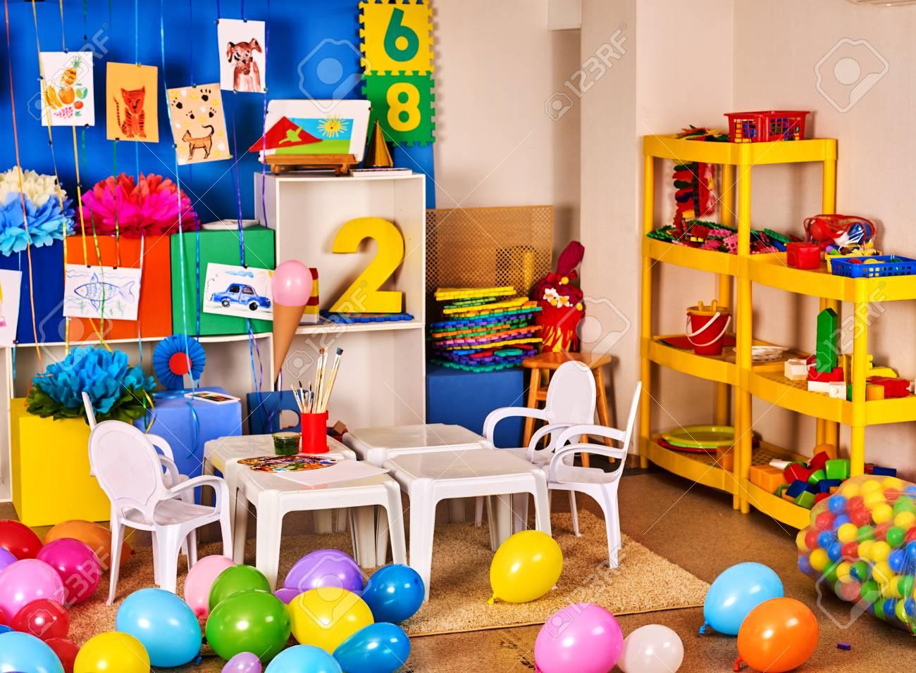 Jardin De Infancia Decoracion Interior De La Pared De Imagen Nino