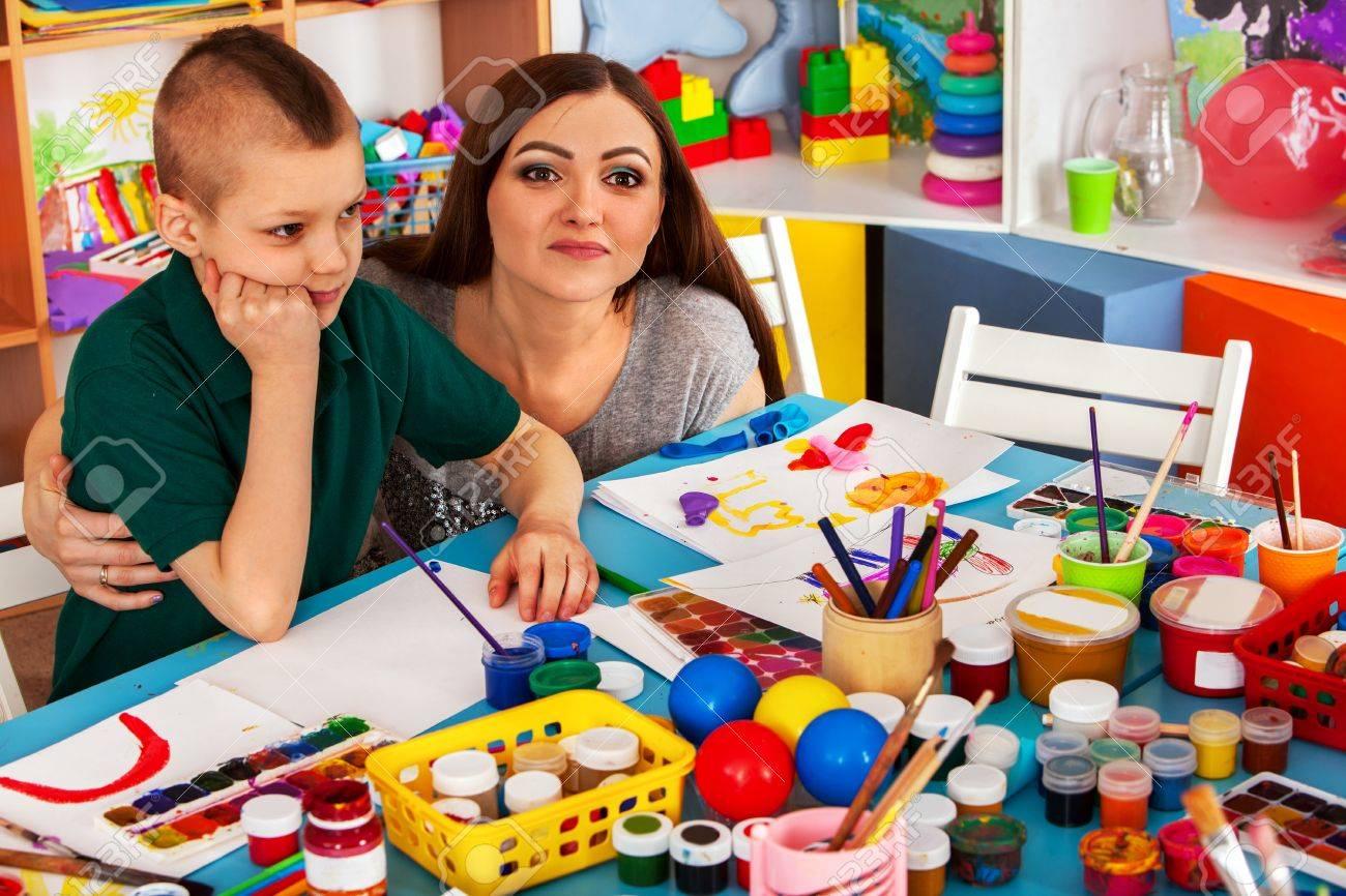 Organización De Juegos Infantiles De Niños De Pintura Y Dibujo En El ...