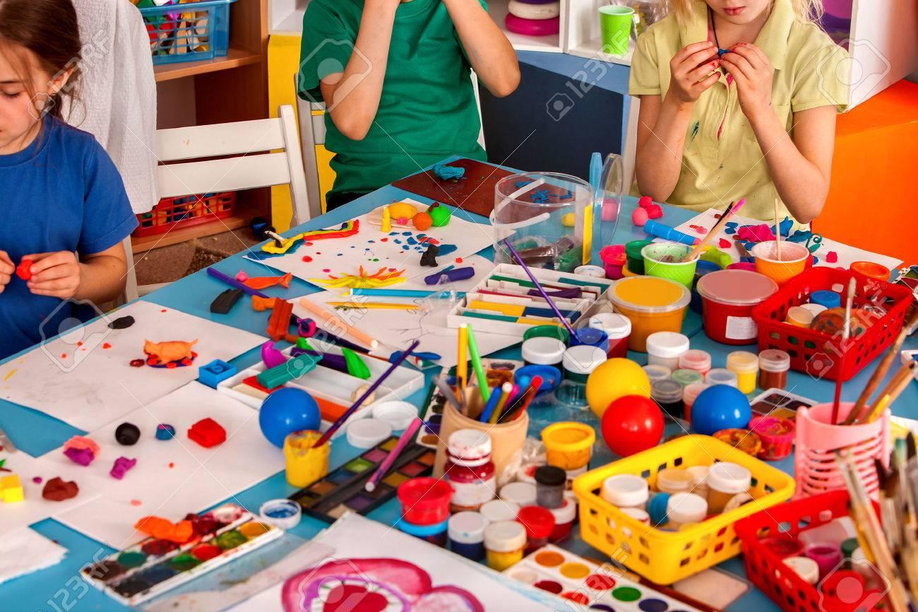 Juego De La Masa Del Niño En Escuela. Plastilina Para Niños. Molde ...