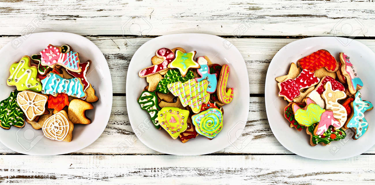 Cookies tree Christmas background biscuits with xmas food table plate. Top view. - 160224672