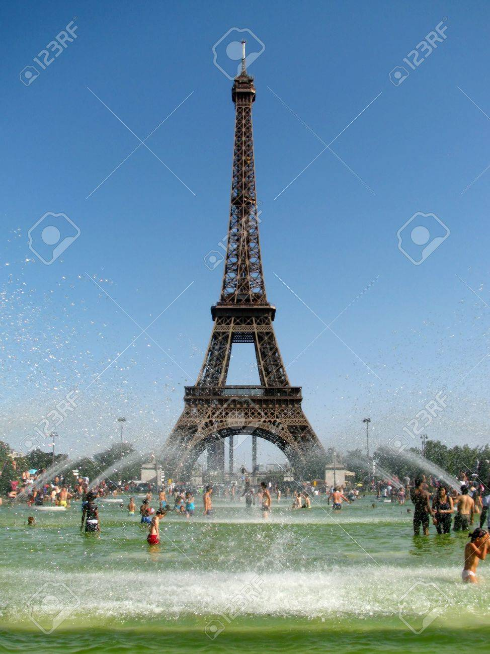 Record-breaking heat wave in Paris that make people cool in the fountain in front of the majestic Eiffel Tower on August 18, 2012 in Paris, France. Stock Photo - 15078836