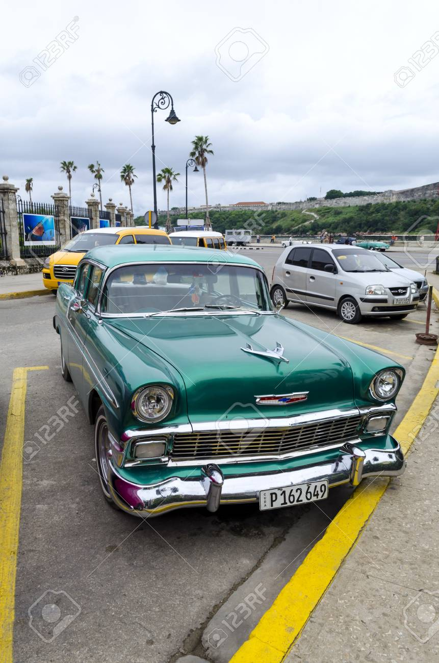 American Classic Cars >> American Classic Cars Waiting For Tourists On 10 December 2015