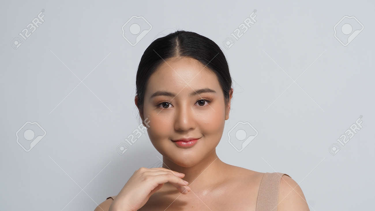 Beauty skin. makeup concept. Young pretty woman black hair and beauty face make up for skincare cosmetic. Showing delicate soft and firm and ageless facial skin. Oil type skin. Close up facial. beauty shot. - 168771740