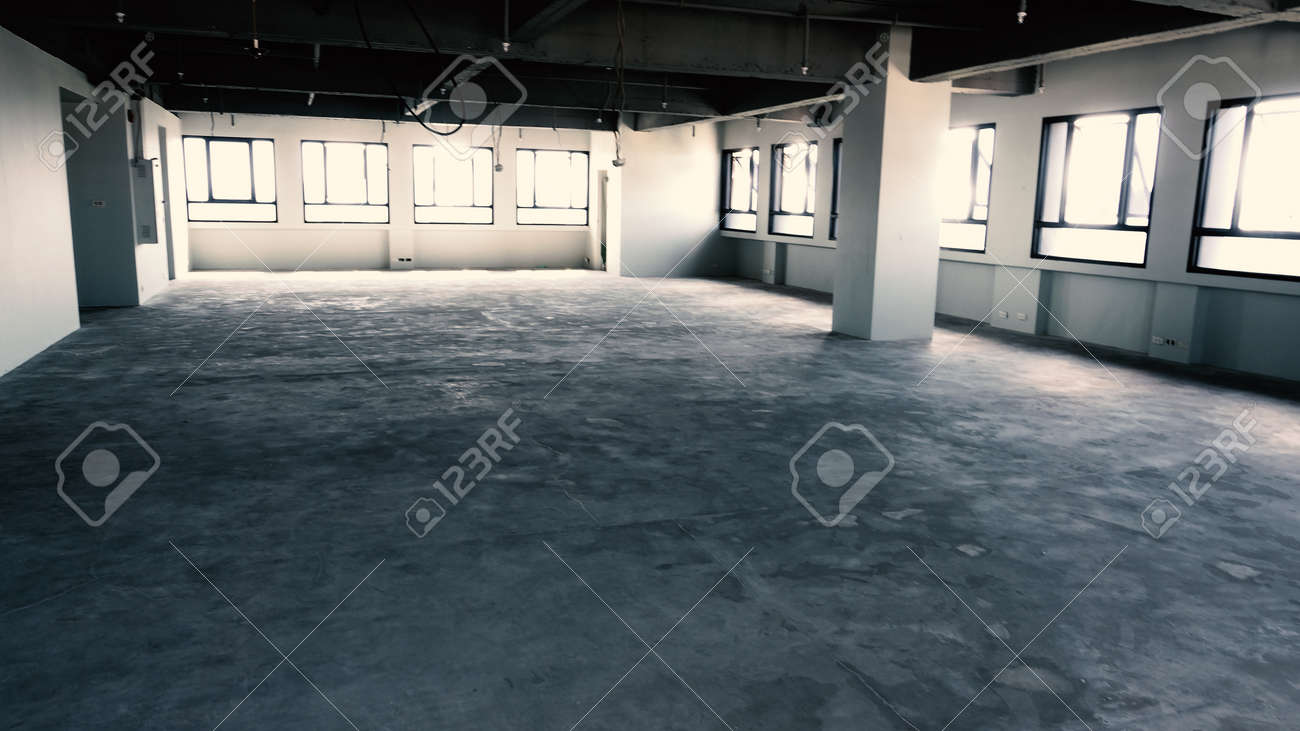 Bankrupt Office. Workplace without desk and people. Business office is closed. bankrupt business due to the effect of Coronavirus or COVID-19 pandemic. No rental office space. Empty and abandoned. - 169136721