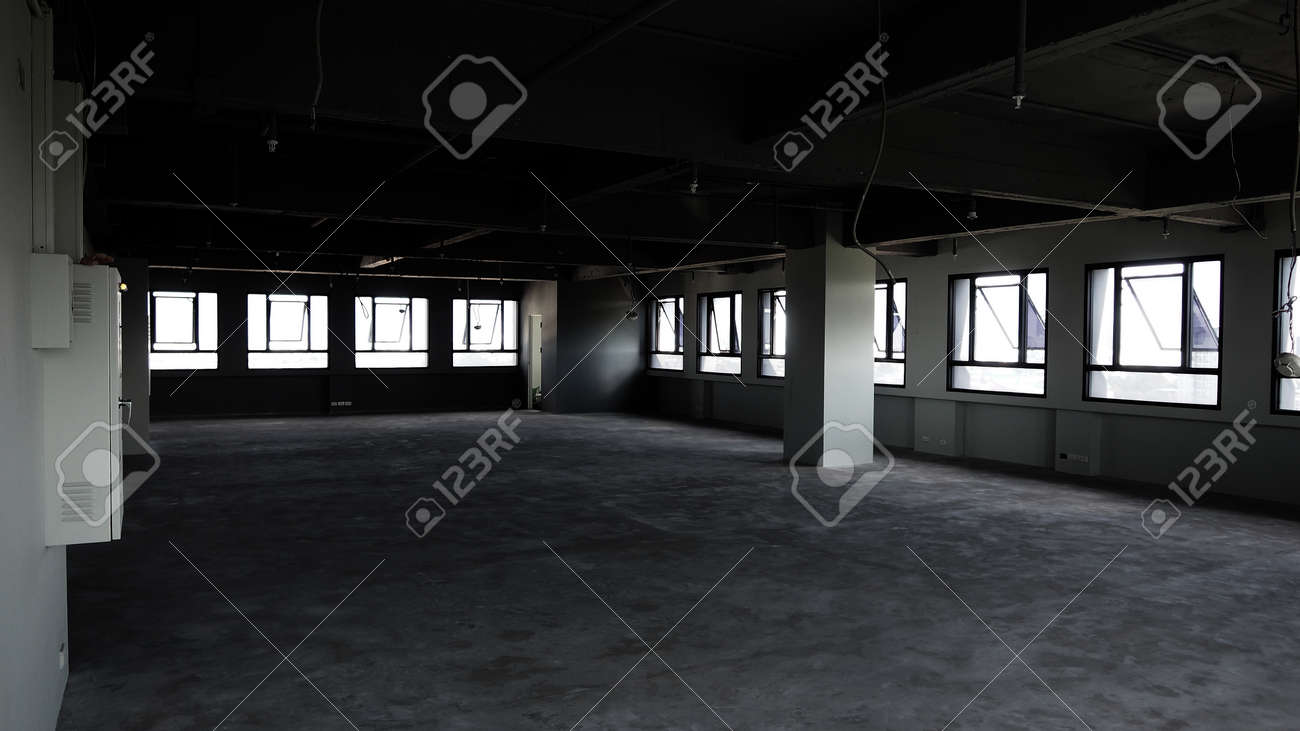 Bankrupt Office. Workplace without desk and people. Business office is closed. bankrupt business due to the effect of Coronavirus or COVID-19 pandemic. No rental office space. Empty and abandoned. - 169136772