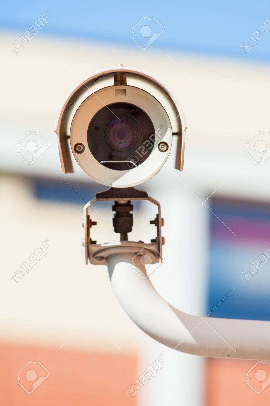 Security camera facing forward and scaning movement for security breach - 17031544