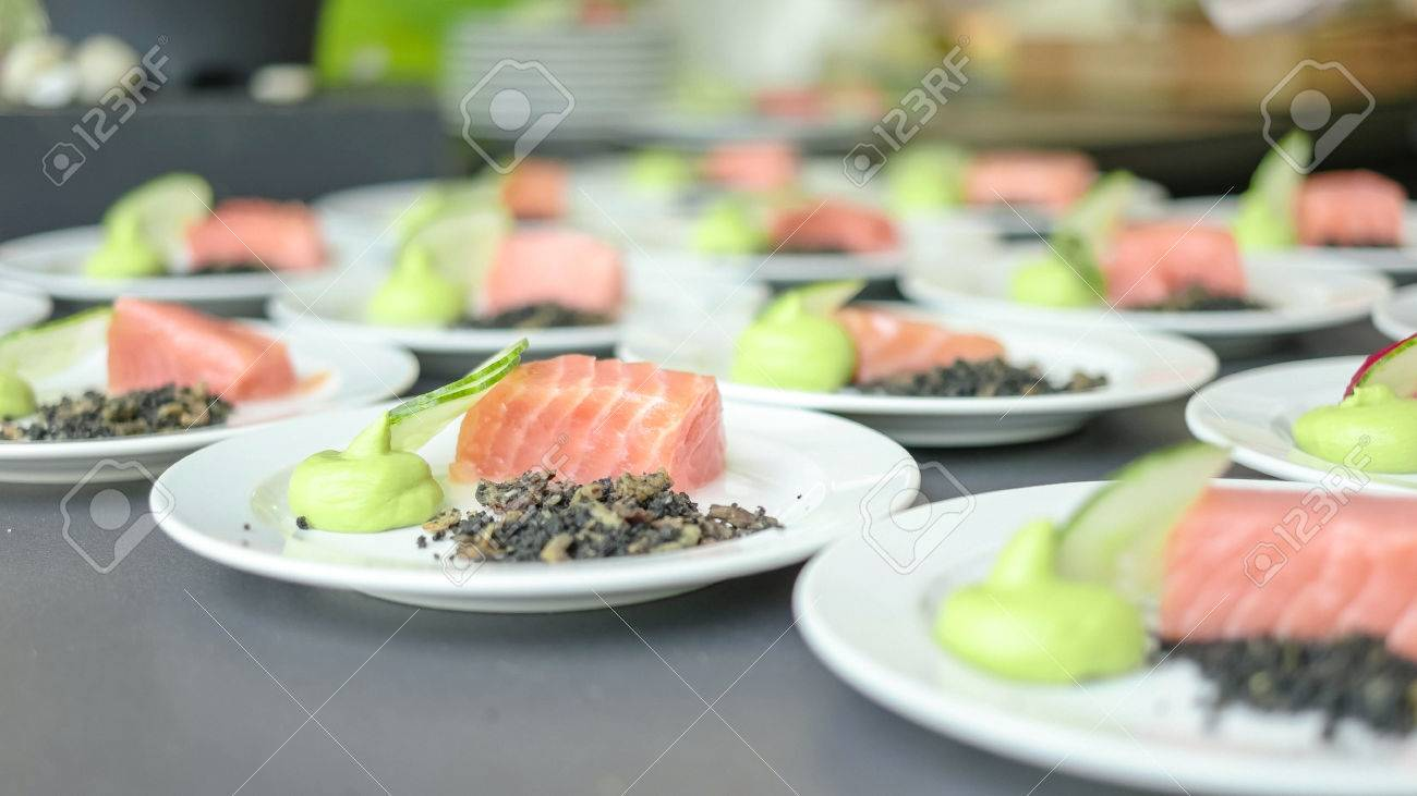 A line of freshly plated salmons and cucumbers with pyre - 56219571