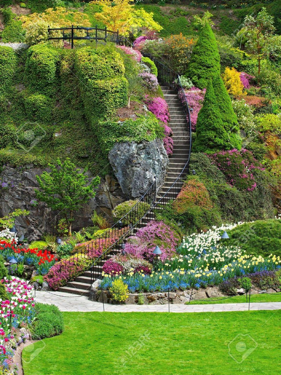 Chelle Dans Jardin En Contrebas De Butchart Gardens Victoria