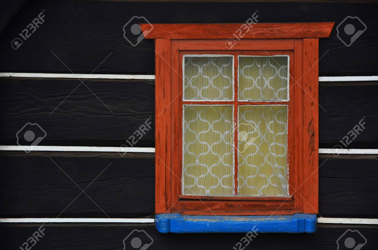 Old wooden window of log cabin, typical sumbmontane architecture in the Czech Republic Stock Photo - 11357417