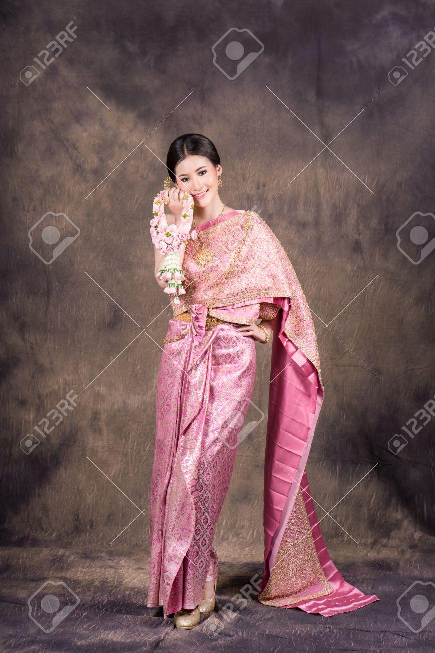 Excelente Lao Wedding Dress Elaboración - Ideas de los Estilos del ...
