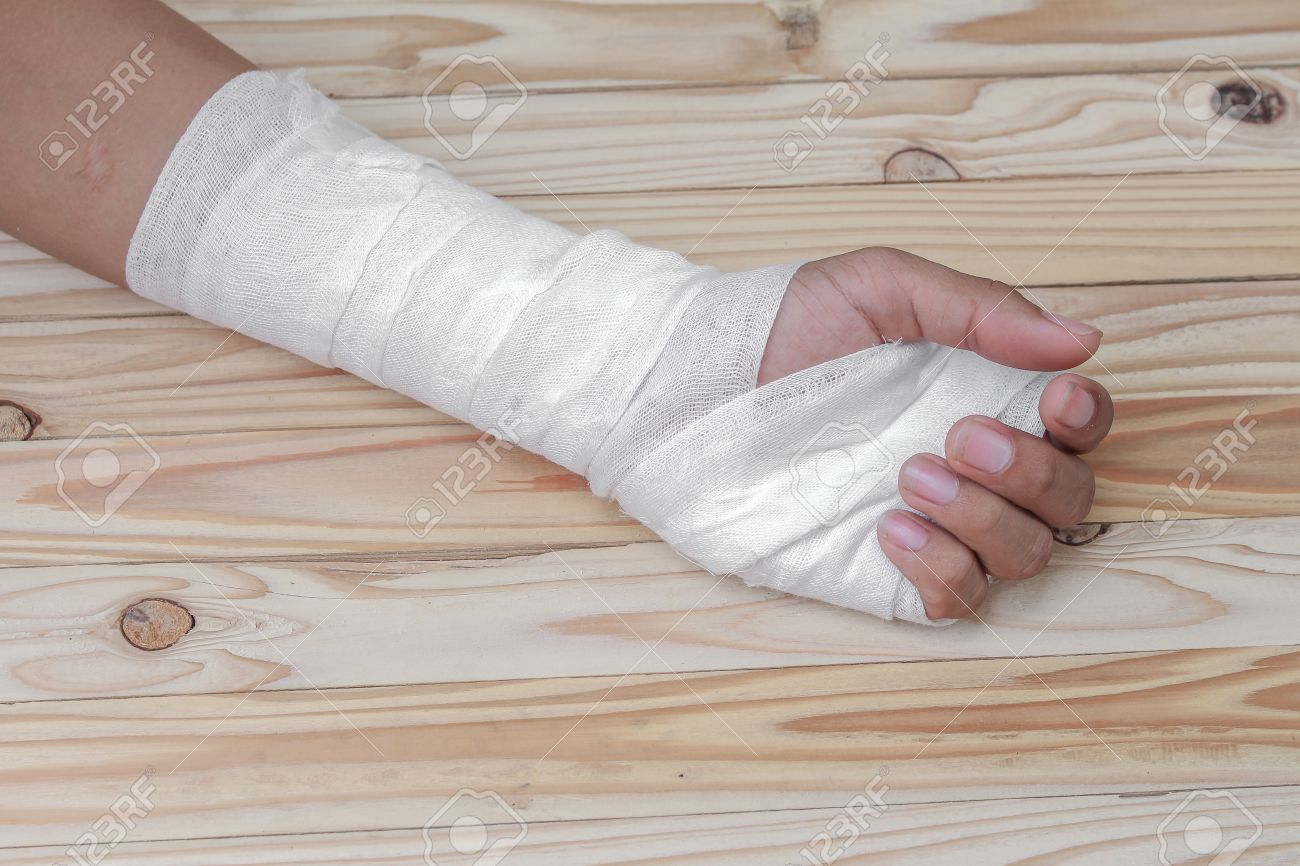 gauze bandage the hand contusion treating patients with hand
