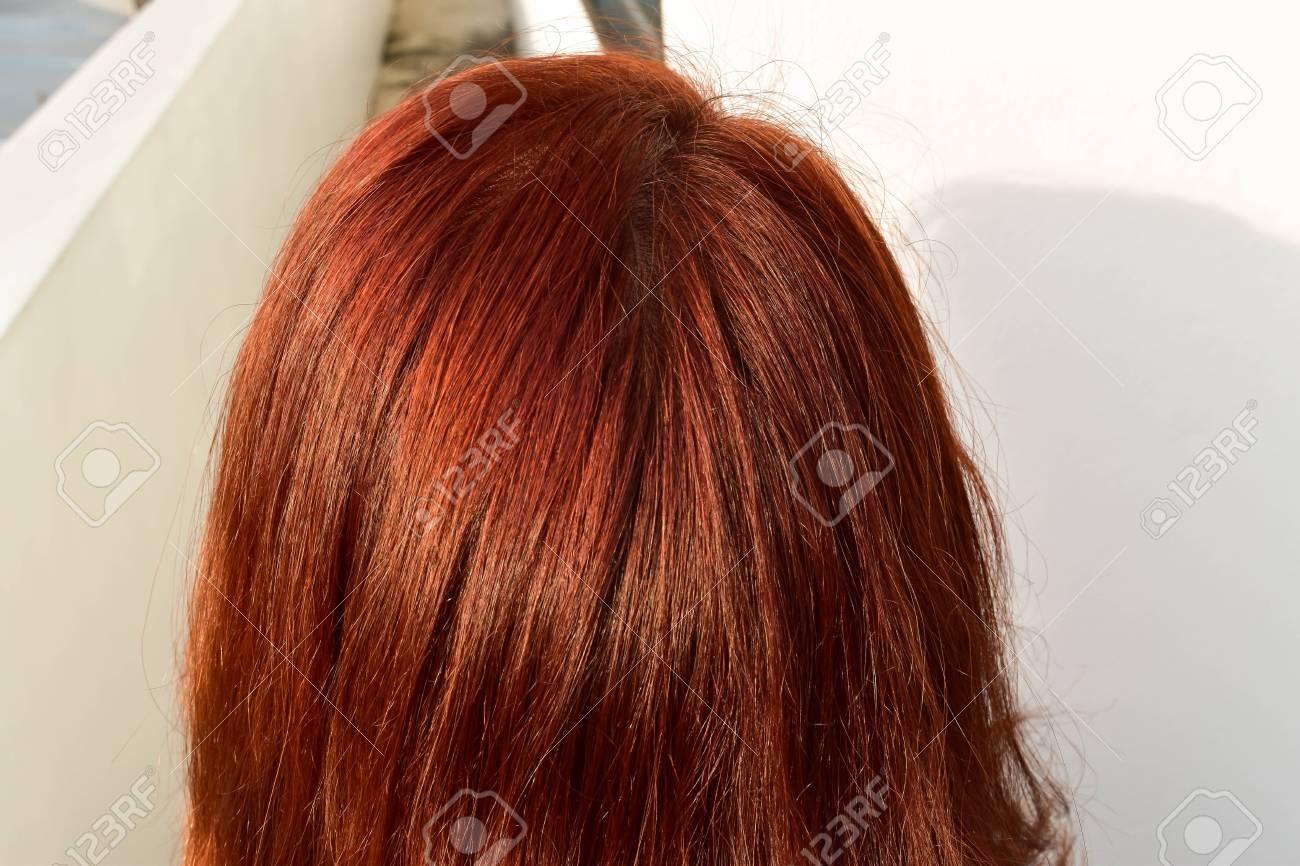 Ongebruikt Aziatische Vrouwen Maken Rood Haar Van Chemicaliën Om Grijs Haar OM-21