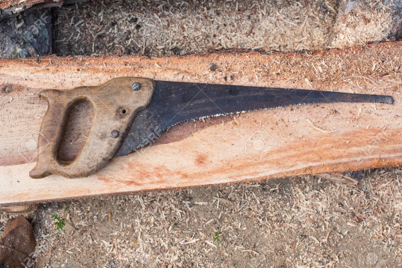 Super Holz Schneiden Holz Mit Alten Säge, Motorsäge Und Klinge &WH_29