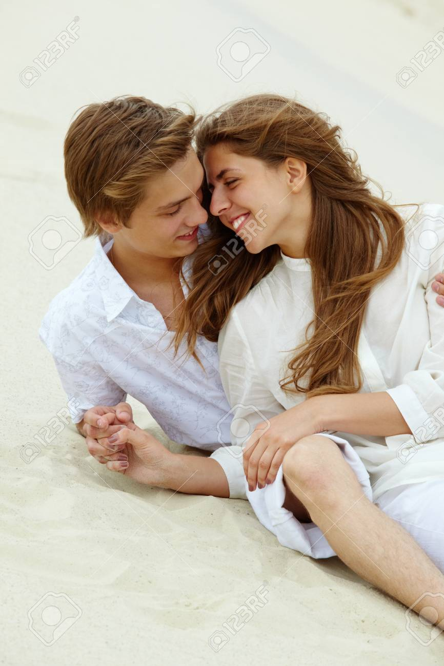 Photo of happy couple relaxing on sand during summer vacation Stock Photo - 9806969