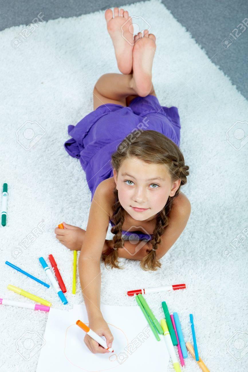 Portrait De Dessin Avec Des Crayons Belle Fille Colorée