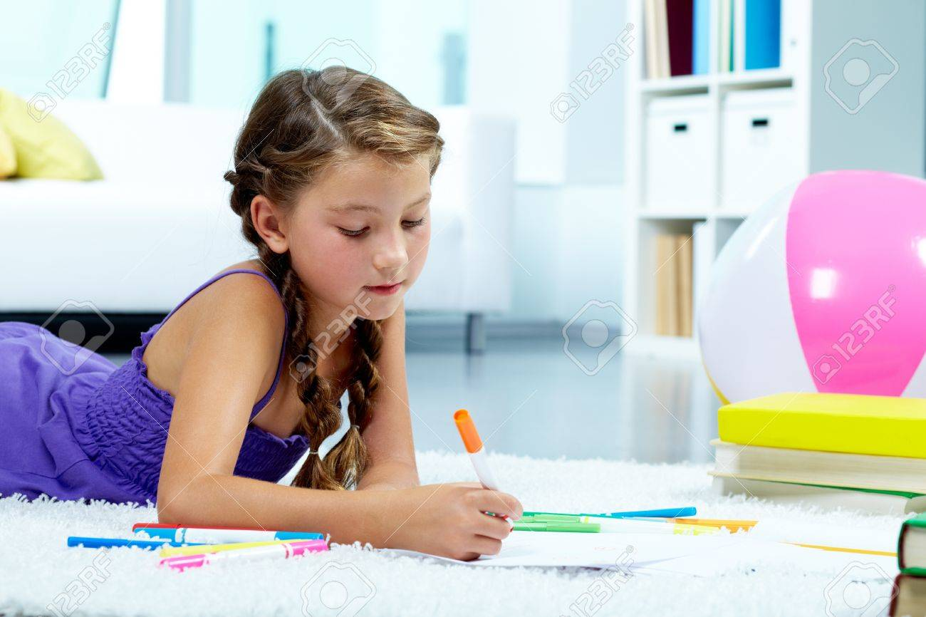 Portrait of lovely girl drawing with colorful pencils Stock Photo - 10378441