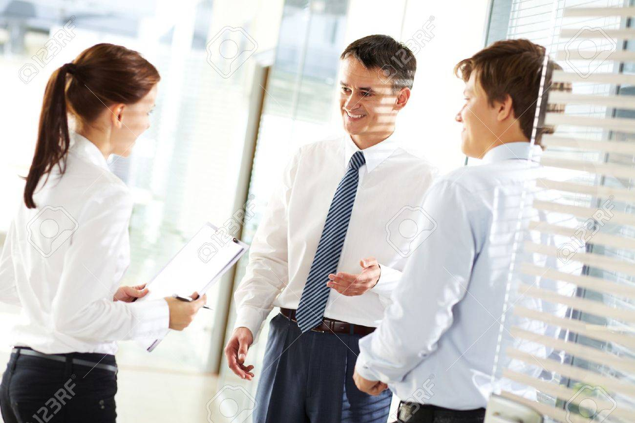 Business leader explaining to his employees their tasks - 11064304