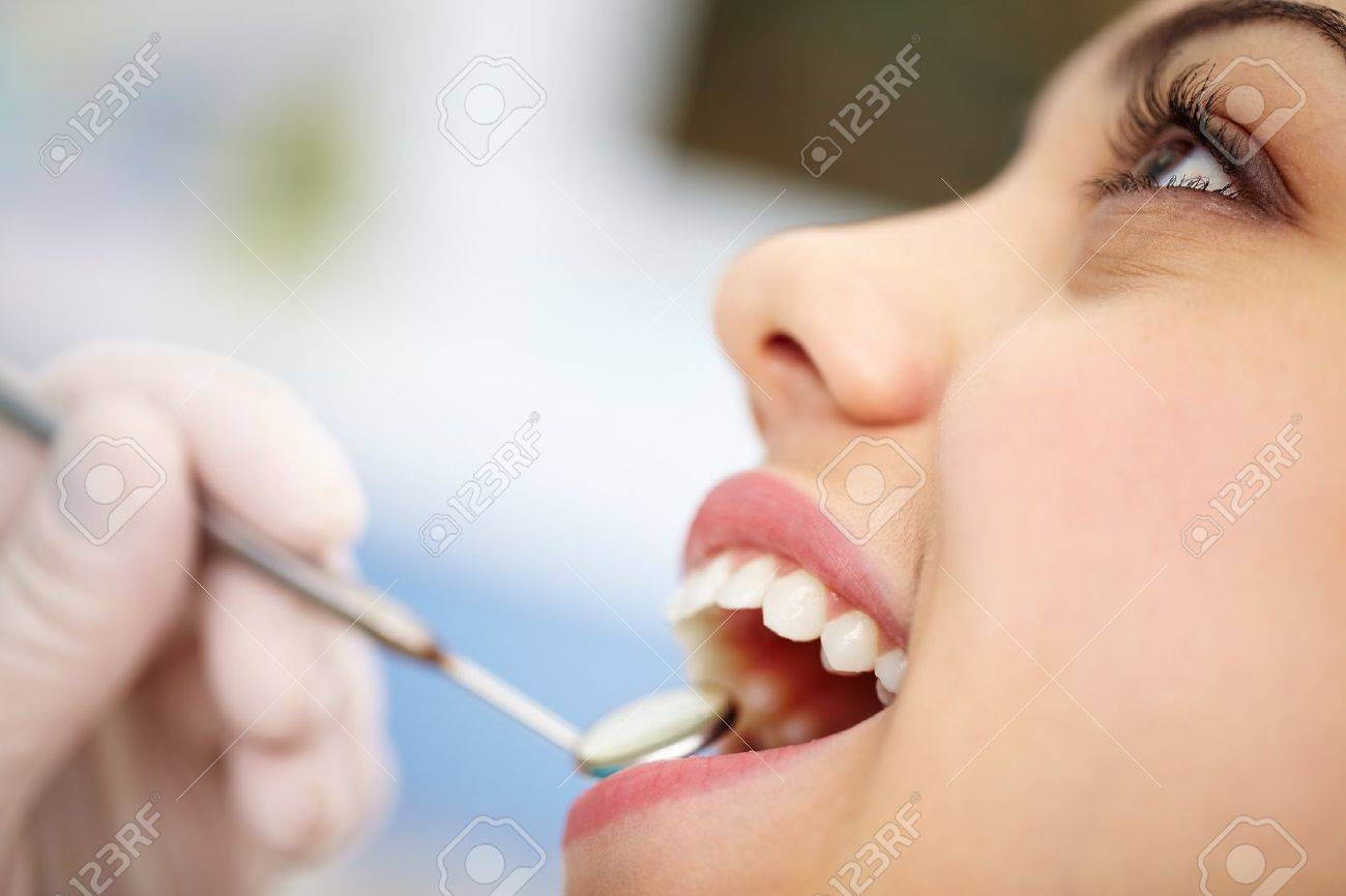 Close-up of a pretty patient with her mouth open Standard-Bild - 12324955