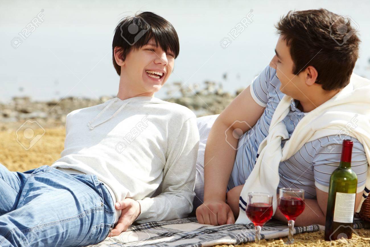 Мальчик гей на пляже фото 201-268