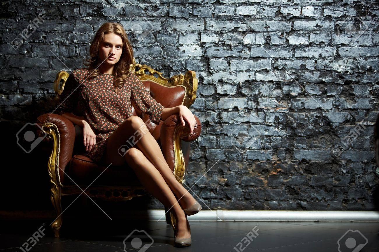 Фото девушки на кресле 28 фотография