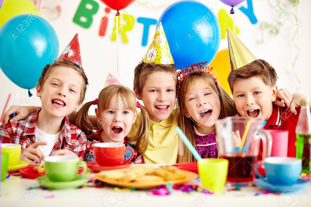 https://previews.123rf.com/images/pressmaster/pressmaster1211/pressmaster121100782/16614472-Group-of-adorable-kids-having-fun-at-birthday-party-Stock-Photo.jpg