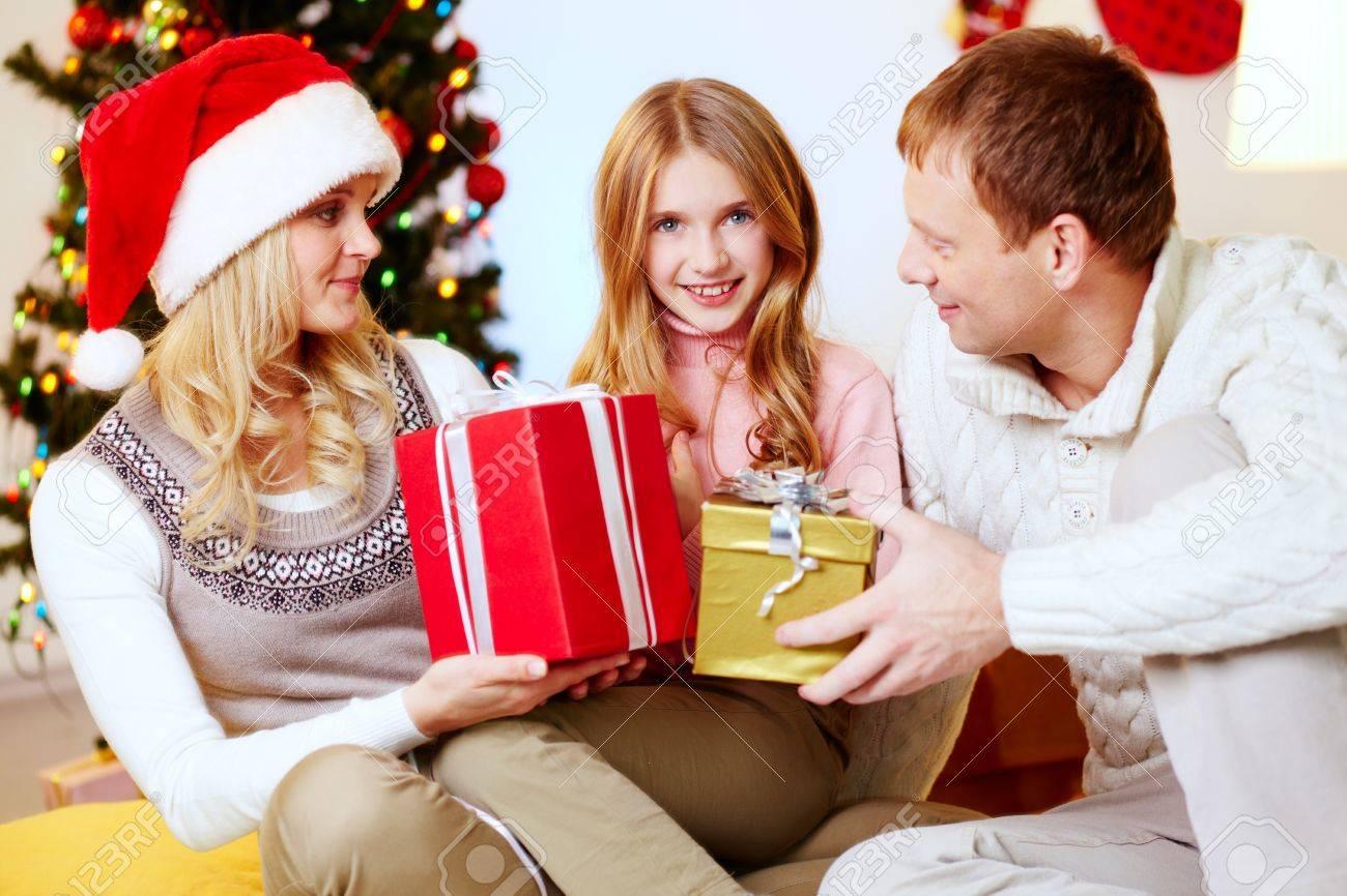 Mama Und Papa Geschenke An Ihre Tochter Wünscht Frohe Weihnachten ...