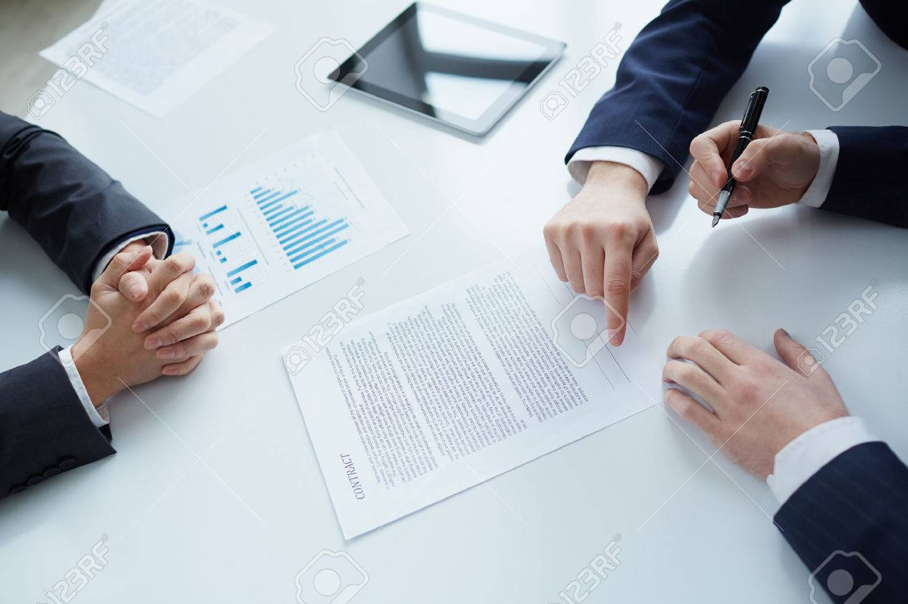 The Process Of Signing New Business Contract Photo Picture – Business Contract