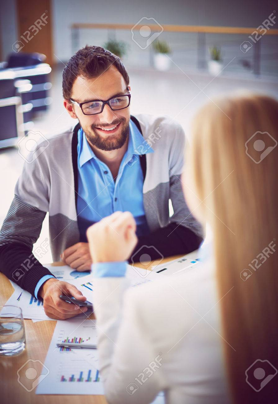 Handsome manager recruiting new workers in office - 31700585