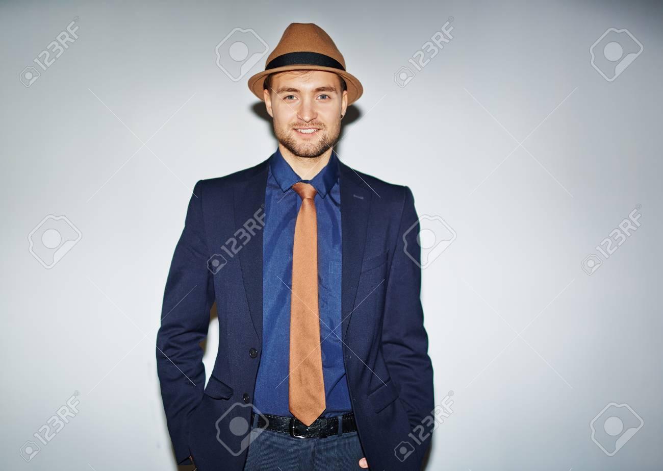 Guapo Hombre Bien Vestido Mirando A Cámara Fotos Retratos Imágenes
