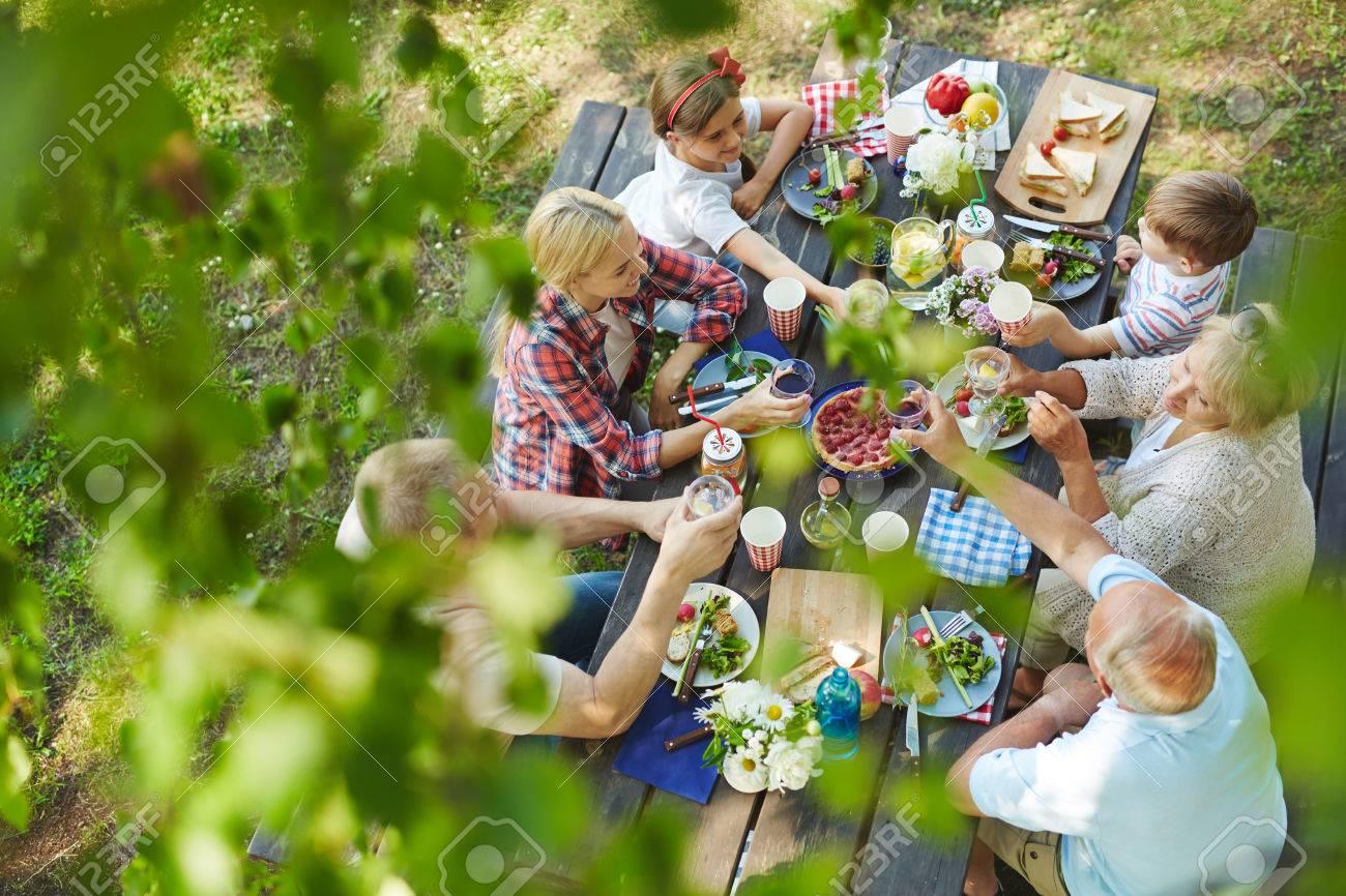 Happy family having a picnic in the garden Standard-Bild - 61254878