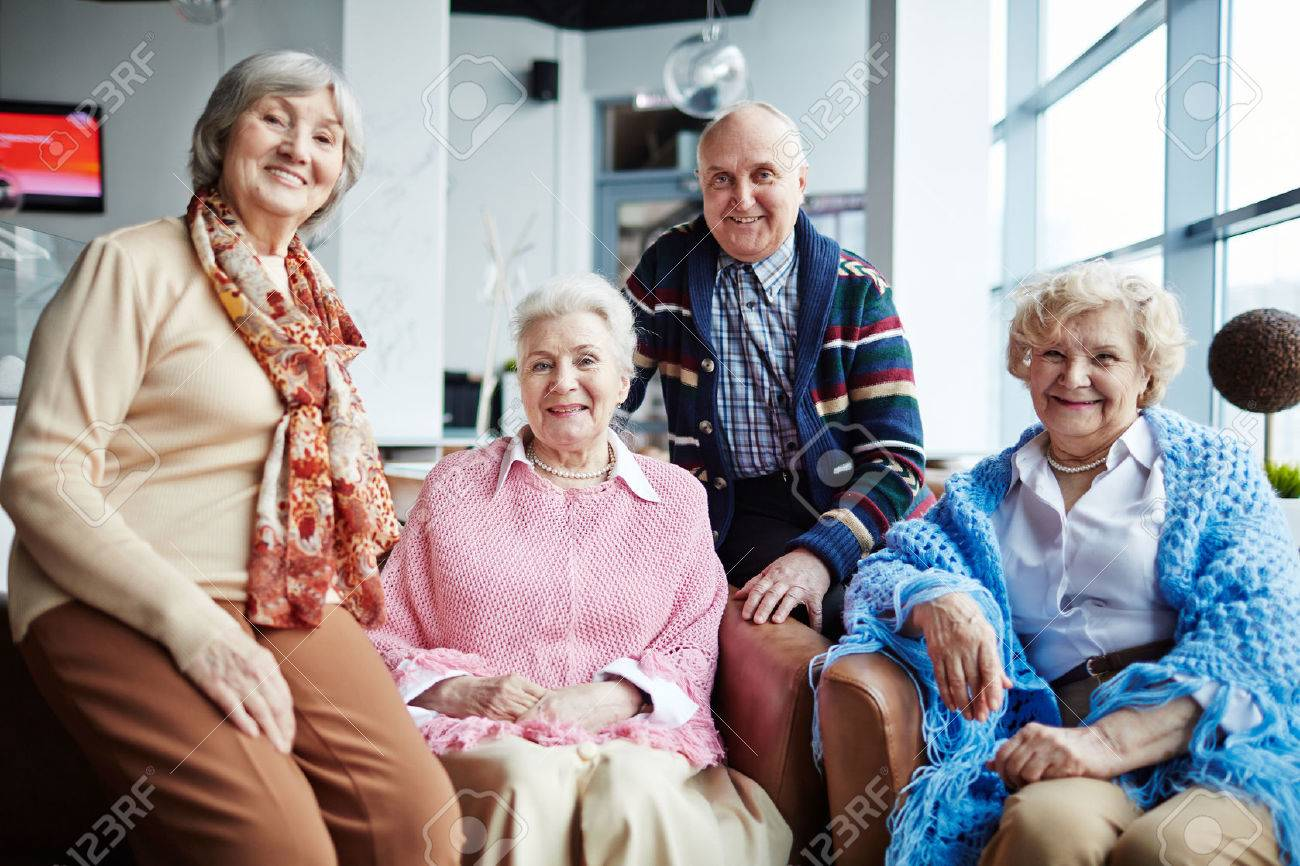 Group of happy seniors relaxing in cafe Standard-Bild - 61356038