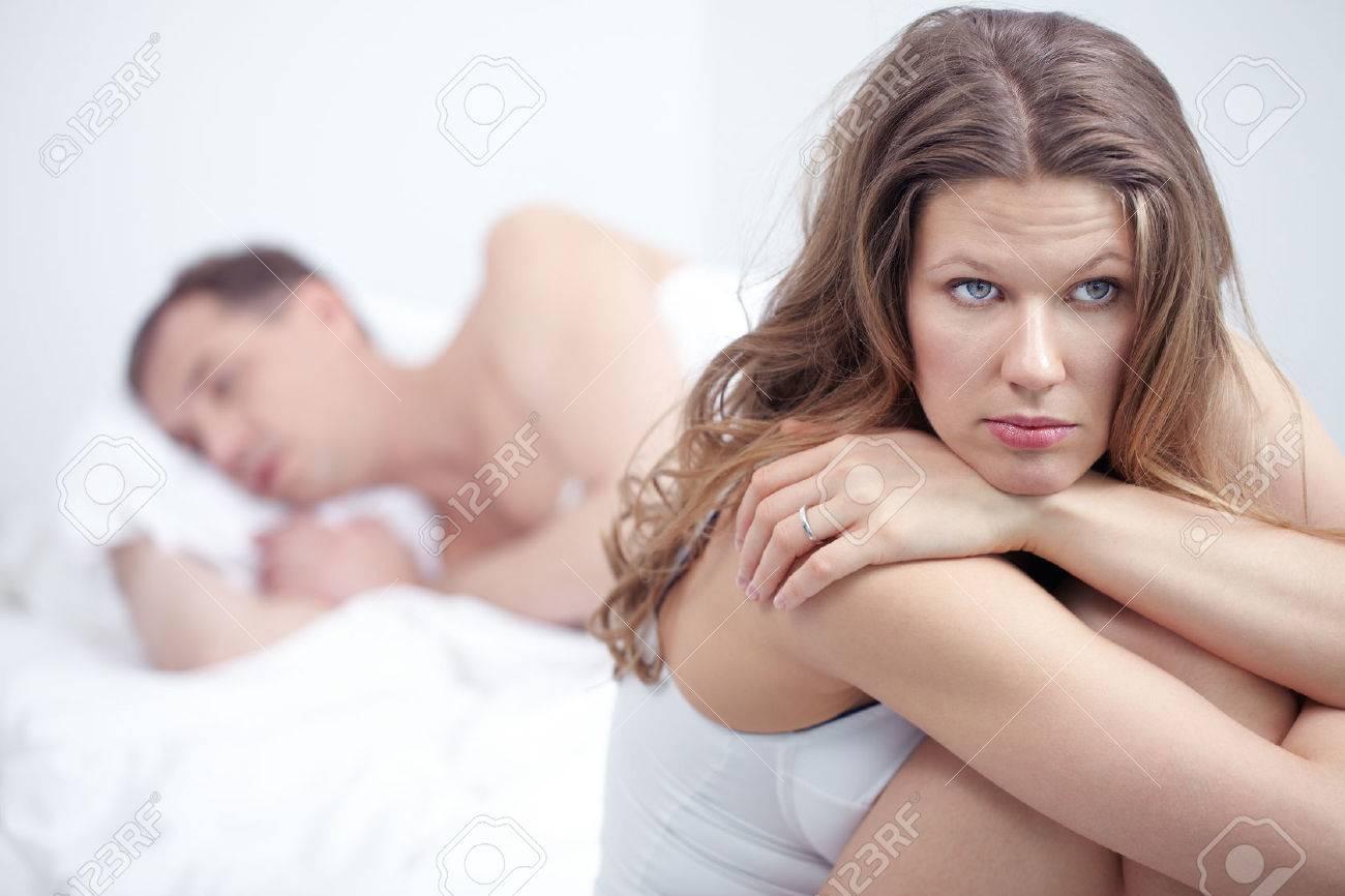 Секс взрослых женщин в спальне со своим мужем